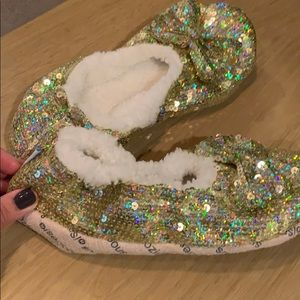 Snoozies non/skid slippers